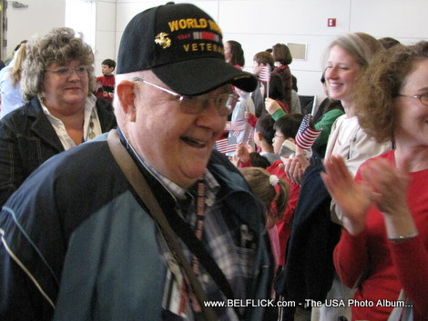 Look at the smile I in this World War II veteran's face being greeted by proud Americans